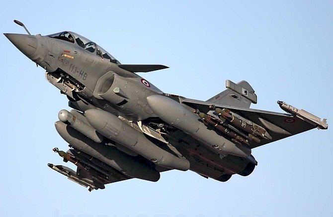 भारत को विजयदशमी पर मिलेगा पहला 'रफाल' रक्षामंत्री राजनाथ सिंह पेरिस में शस्त्र पूजन के बाद भरेंगे रफाल की उड़ान
