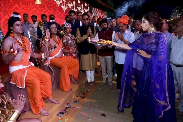 दशहरा के रंगों में डूबी रही दिल्ली, मुख्यमंत्री अरविंद केजरीवाल ने किया रावण के पुतले का दहन