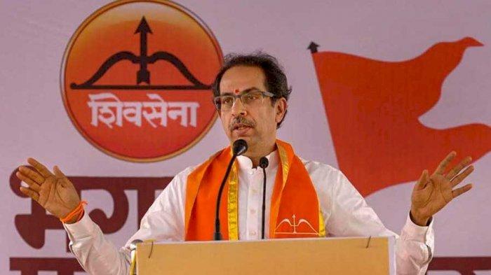 मतदान से पहले महाराष्ट्र में शिवसेना को झटका, टिकट बंटवारे से नाराज 26 पार्षदों समेत 300 कार्यकर्ताओं ने दिया इस्तीफा