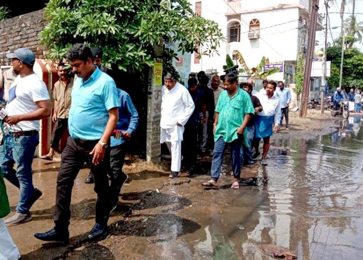केंद्रीय कानून मंत्री रविशंकर प्रसाद को आखिरकार याद आए पटनावासी, अस्पतालों का दौरा कर डेंगू पीड़ितों का जाना हाल