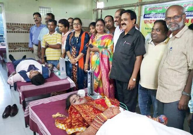 न पंडित-ना पूजा, न मंडप-न मंत्रोचारण,ओडिशा में एक जोड़ा संविधान की शपथ लेकर शादी के पवित्र बंधन में बंधा