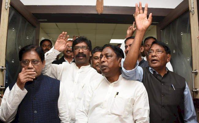 झारखंड में कांग्रेस,जेएमएम और आरजेडी का बना गठबंधन,तीनों दलों के बीच सीटों का भी हुआ बंटवारा,हेमंत सोरेन होंगे मुख्यमंत्री पद के साझा उम्मीदवार