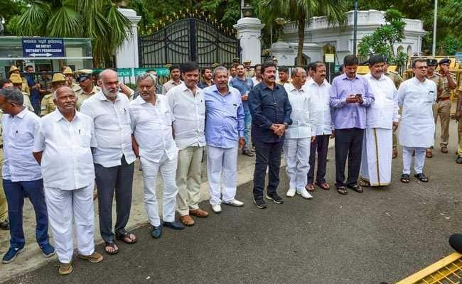 सुप्रीम कोर्ट का बड़ा फैसला,कर्नाटक के 17 बागी विधायक अयोग्य करार, लेकिन लड़ सकेंगे चुनाव